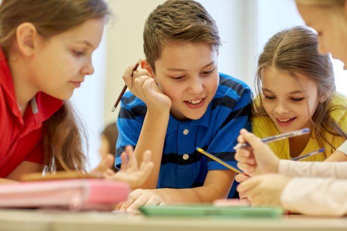 Los beneficios de una buena educación para tus hijos